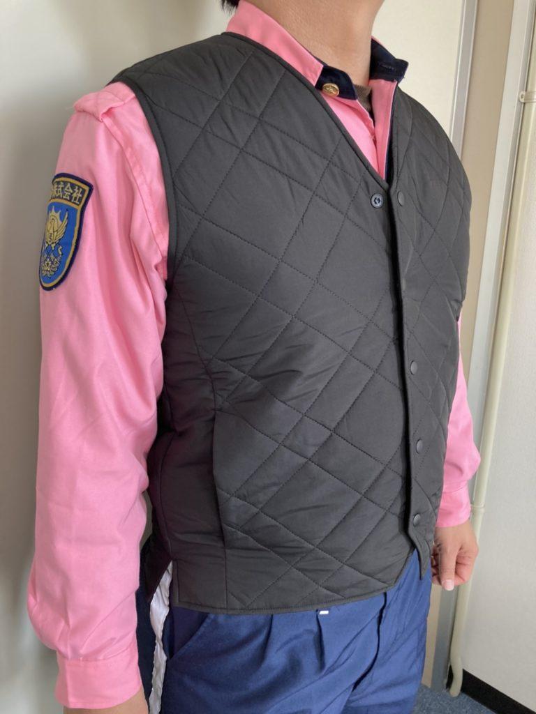 警備会社が寒い冬の防寒対策として導入した空調服の画像